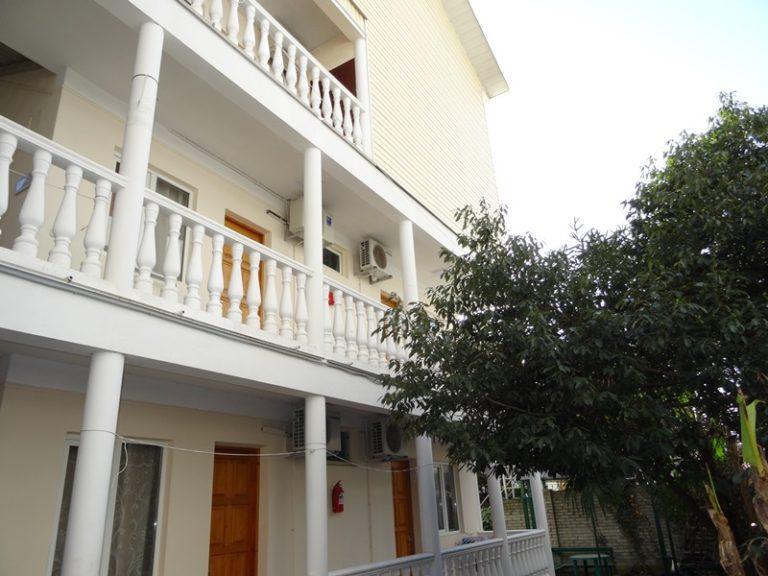 Внешний вид Гостевого дома Райский уголок балконы